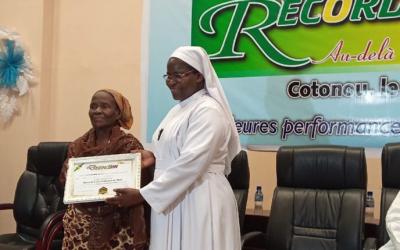 Bénin: Enceinte à 75 ans, elle reçoit un prix