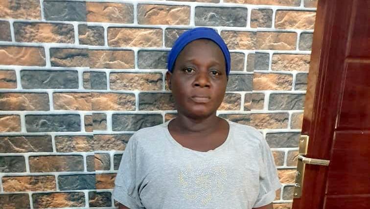 Une femme empoisonne et tue sa petite fille de deux jours à l'aide d'un insecticide parce qu'elle n'aime pas le père de l'enfant